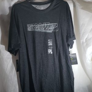 NWT Mens Nike dry t shirt